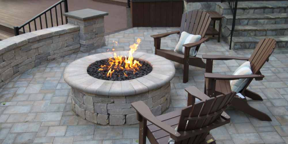 Fireplace and Outdoor Entertainment Landscaping 1000x500 Gallery